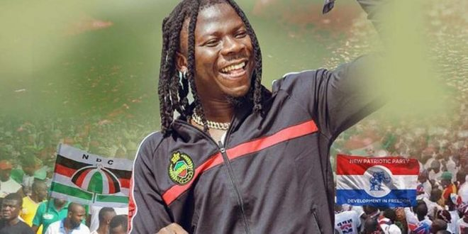 ASHAIMAN FANS SURROUNDS THEIR HERO STONEBWOY AS HE HOLDS ELECTION PEACE WALK